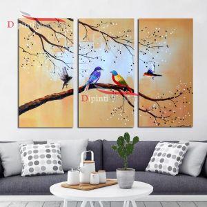 Dipinto beige ramo uccelli colorati su albero in fiore