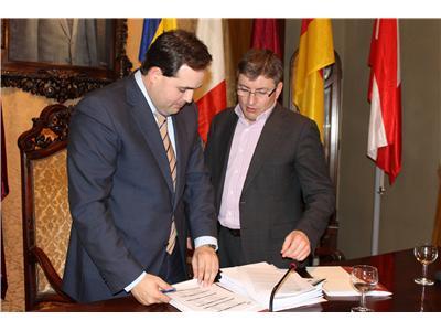 El Pleno de la Diputación aprueba una inversión de 9,5 millones de € para obra pública en los municipios de la provincia en 2014