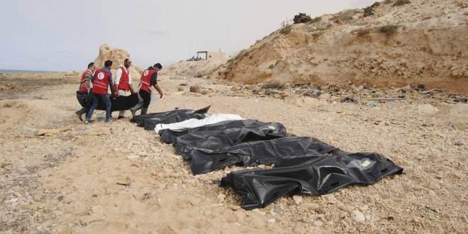 Cadáveres de inmigrantes que murieron ahogados frente a las costas libias este lunes. HANDOUT EFE