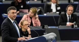 El primer ministro croata, Andrej Plenkovic, durante una sesión del Parlamento Europeo en Estrasburgo este martes. Patrick Seeger EFE