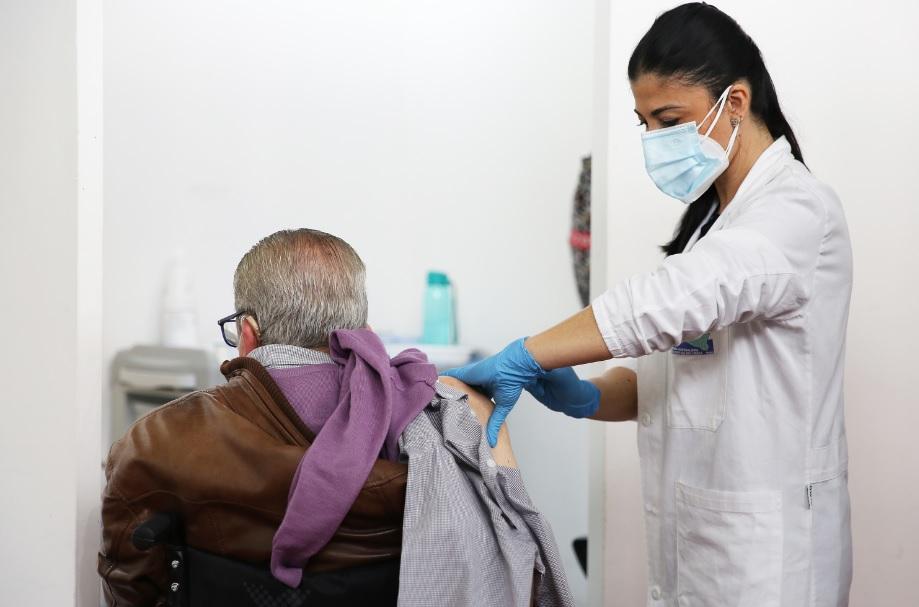 Vaccino, in Sicilia dal 20 al 22 giugno open day per over 60 e fragili -  DIRE.it
