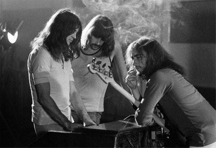 deep purple song meaning smoke on the water