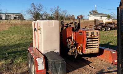 2004 Ditch Witch JT520 package