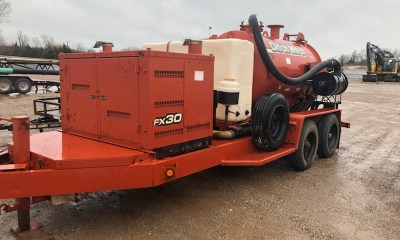 2012 Ditch Witch FX30 vacuum trailer with 800 gallon tank
