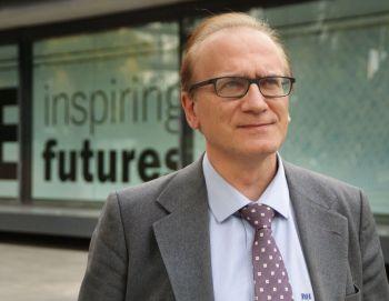 Enric R. Bartlett Castellà Profesor de ESADE Business and Law School (Universidad Ramon Llull)