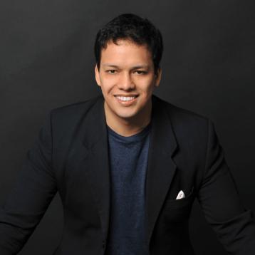 Joshua Aguilar, escritor y emprendedor.