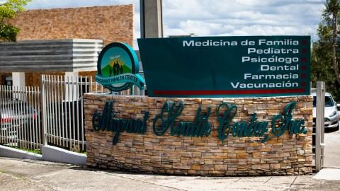 La entrada del Centro de Salud para Migrantes en Las Marías, Puerto Rico. El sistema de salud tiene nueve centros de salud alrededor del área oeste de la isla. (Erika P. Rodríguez para Direct Relief)