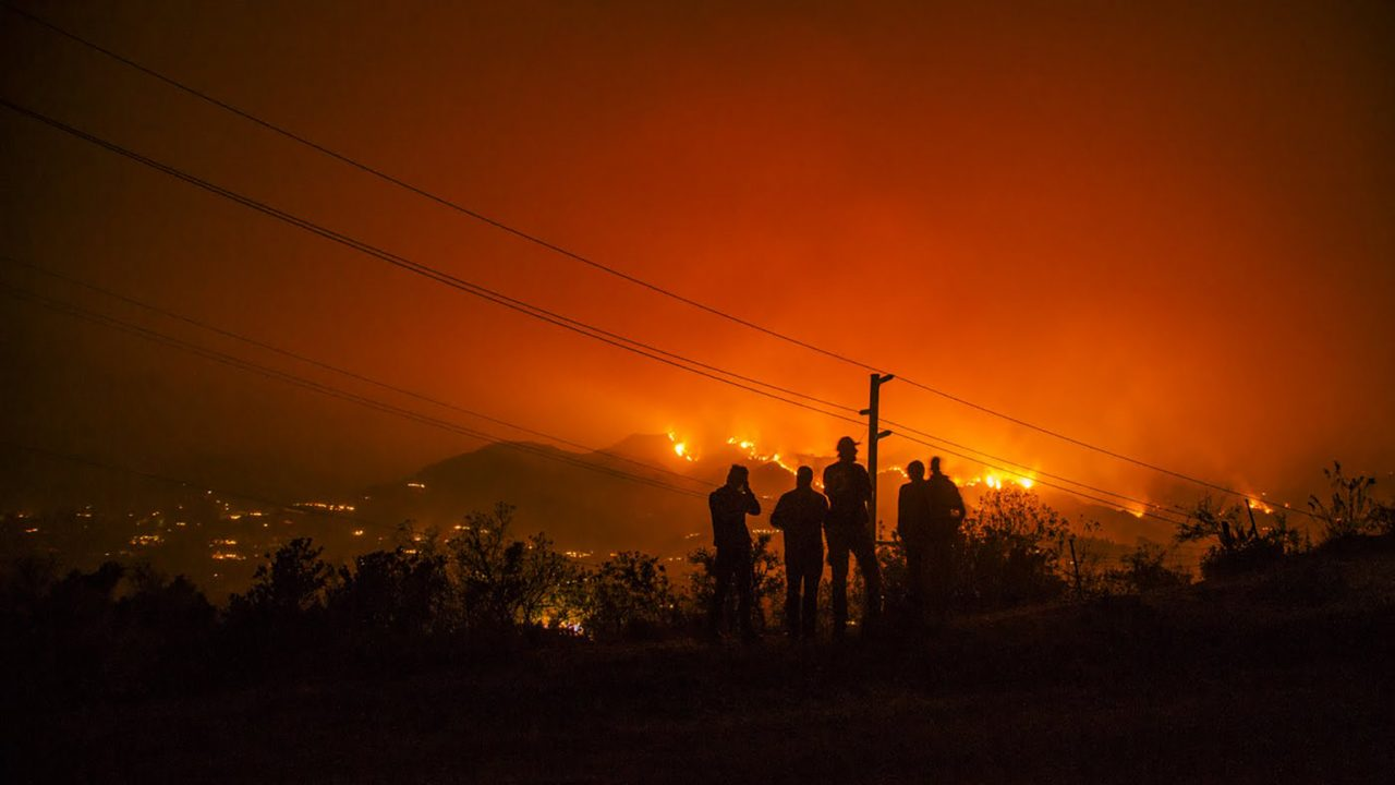 With wildfires in California increasing in frequency and scale, preemptive power shut-offs have begun to take place in order to prevent future blazes. However, lack of power can bring its own health risks, and many health centers across the state lack the necessary back-up power options to sustain health operations for an extended amount of time. (Photo by Donnie Hedden for Direct Relief)