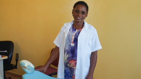 Dentist Eugene Jossefa in Beira, Mozambique (Noah Smith/ Direct Relief)