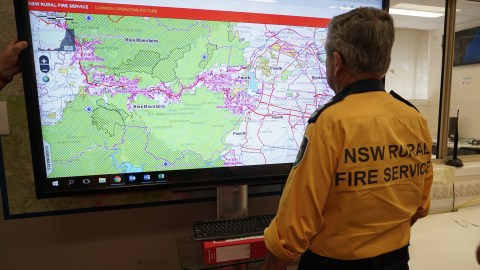 ire conditions are constantly monitored at the Wollondilly Emergency Control Center in Picton. (Lara Cooper/Direct Relief)