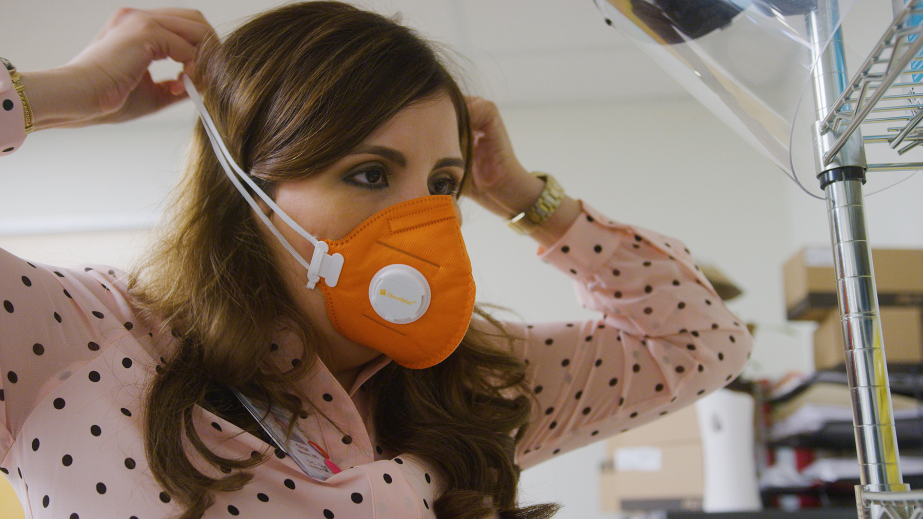Dr. Olga Meave puts on a fresh mask. (Photo by Oliver Riley-Smith for Direct Relief)