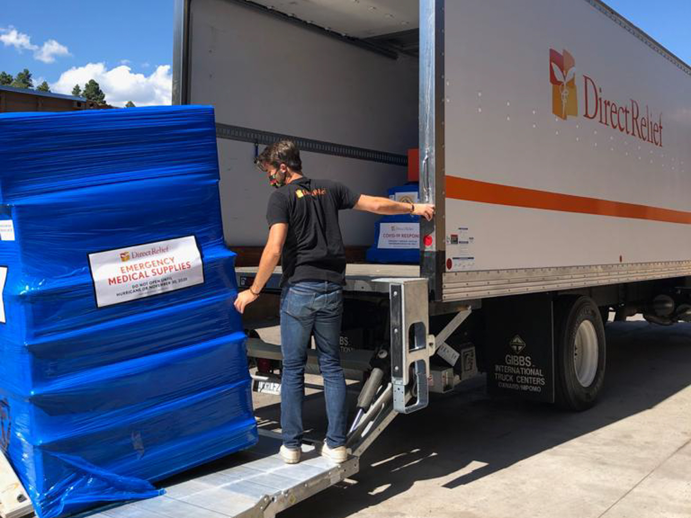 Direct Relief emergency response team member Chris Alleway unloading supplies in Navajo Nation. (Photo courtesy of Dr. Michelle Tom)