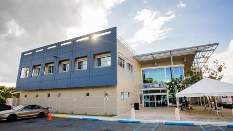 DIUs donados por Bayer en COSSMA, un centro de salud calificado a nivel federal, en Cidra, Puerto Rico, el 10 de diciembre de 2020. COSSMA se encuentra entre los cientos de centros de salud comunitarios en los EE. UU. que recibieron DIUs donados por Bayer para reforzar los servicios de salud reproductiva para mujeres sin seguro. (Foto de Gabriel González para Direct Relief)