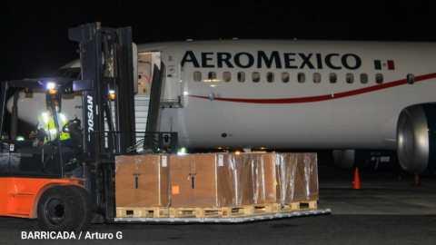 Polio vaccine arrives in Managua, Nicaragua, aboard Aeromexico flight.
