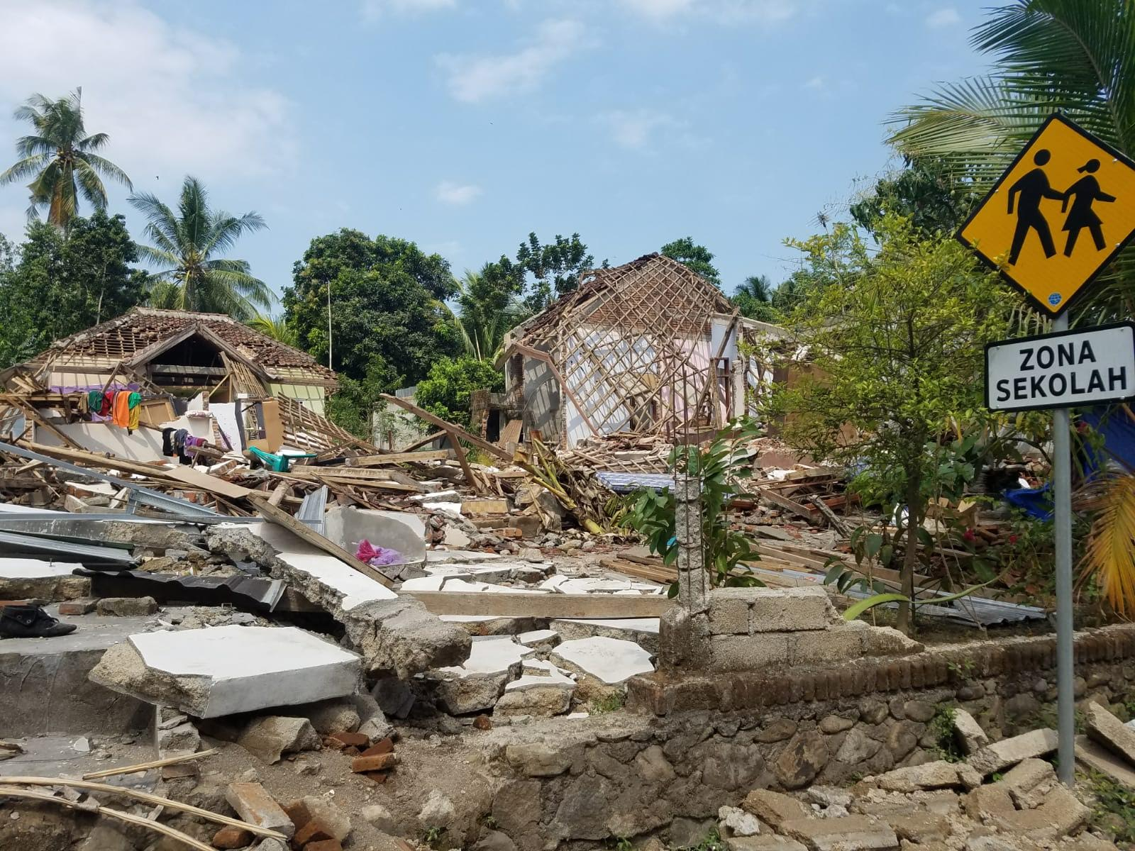 Collapsed buildings and infrastructure reveal the devastation caused by the 6.9-magnitude earthquake that rocked the Indonesian island of Lombok on August 5, 2018. (Gordon Wilcock/Direct Relief)