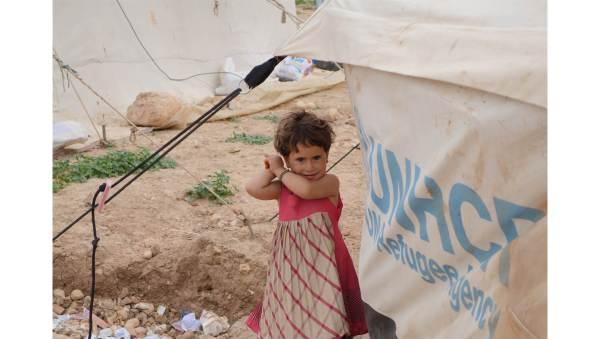 girl near UNHCR tent