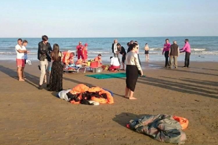 Parà si schianta sulla spiaggia alla prova di matrimonio