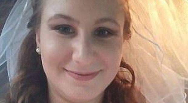 Sposina viene arrestata per atti osceni in luogo pubblico