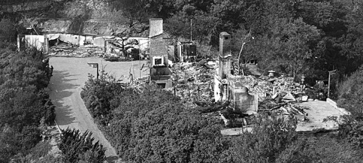 1961 photo of burned out home of Zsa Zsa Gabor after brush fire. (original photo credit: MIRROR Photo by Bob Martin from KMPC helicopter pilloted by Capt. Max Schumacher)