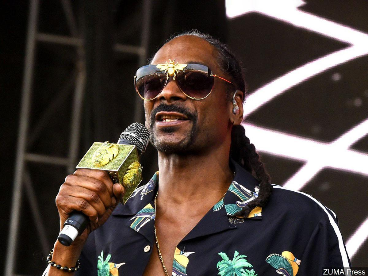 "Snoop Dogg Decides To ""Press The Issue"""