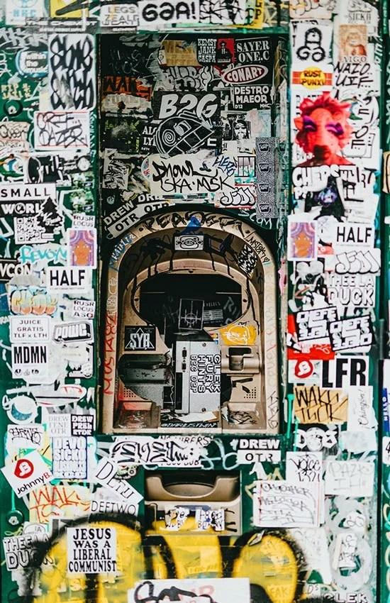 5-tecniche-di-street-art-diffuse-in-italia---Sticker
