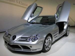 Mercedes-Benz_SLR_McLaren_2_cropped.jpg