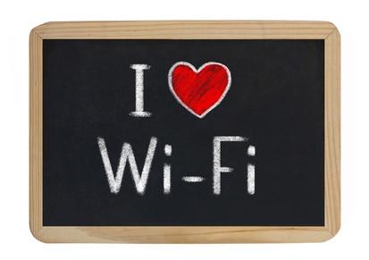 I LOVE WI FI Il 62% degli italiani è favorevole all'utilizzo libero del wi fi in aereo
