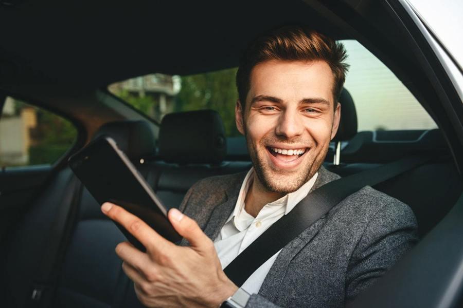 Rc auto: quasi 4 polizze online su 10 stipulate da smartphone