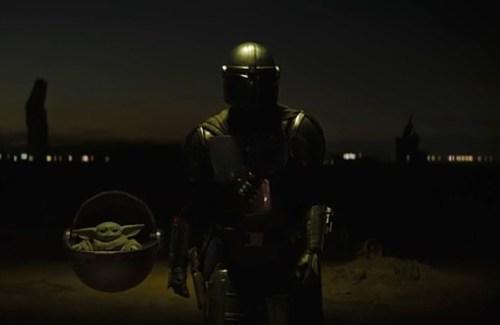 La prima apparizione di Mando e del Bambino in The Mandalorian 2x01