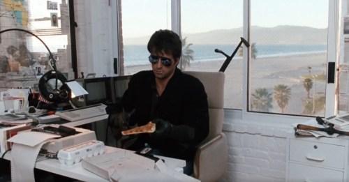 Sylvester Stallone nei panni di Marion Cobretti, protagonista di Cobra del 1986