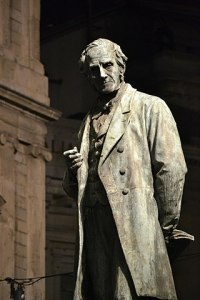 Milano, statua di Alessandro Manzoni - Foto di Vincenzo Paolella
