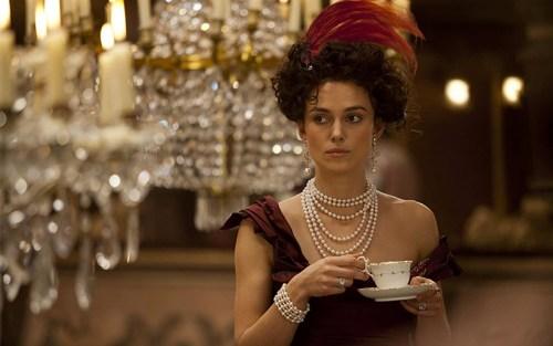 Keira Knightley interpreta Anna Karenina in una scena del film. Tra le donne indipendenti nella letteratura, è sicuramente tra le più famose