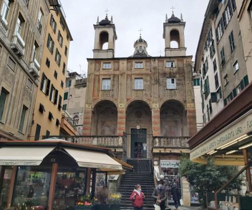 Scalinata della chiesa di San Pietro in Piazza Banchi a Genova