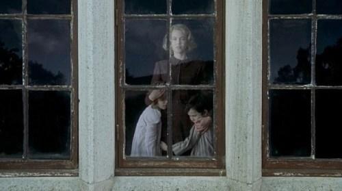 Una scena dal film The Others, con Nicole Kidman