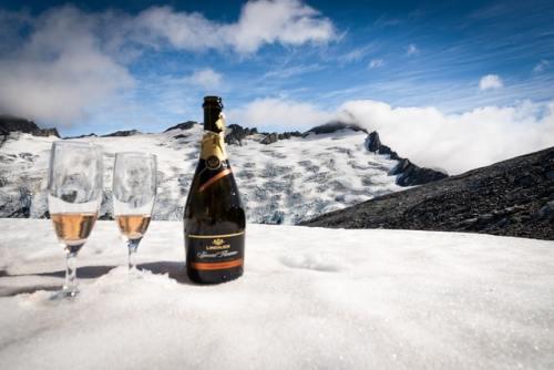 La bottiglia dello champagne ha un nome particolare: sciampagnotta. Esiste in diverse forme e dimensioni