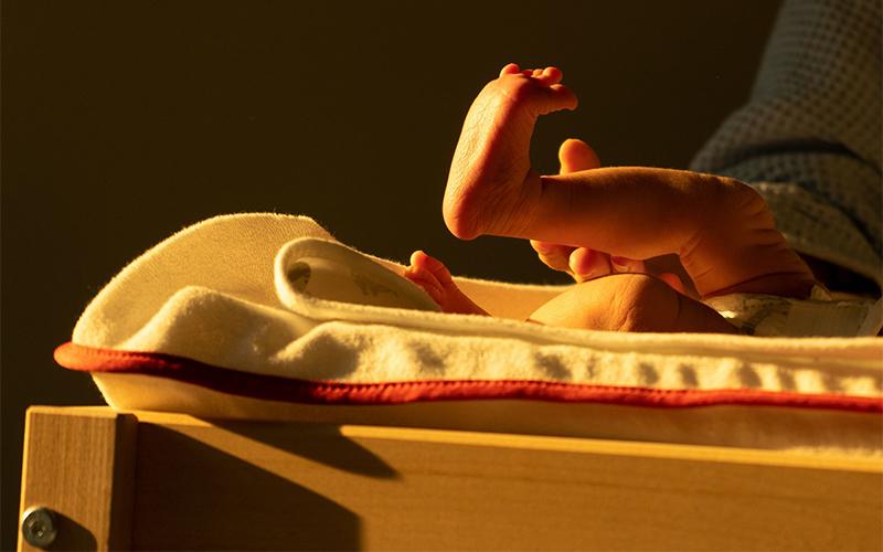 Pronta per partorire? Forse vorrai sapere come funziona una sala parto! Intanto però, eccoti la foto di un piedino di neonato