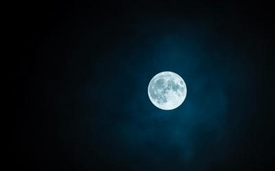 I colori della Luna – Come mai il nostro satellite cambia colore?