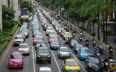 Quanto inquinano i mezzi i trasporto? Chi è il più green tra auto, navi, aerei e treni?