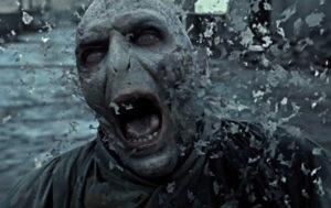 Voldemort muore definitivamente fuori dal castello di Hogwarts