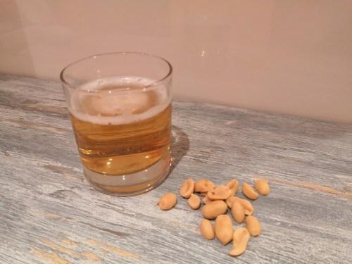 nell'immagine troviamo un bicchiere di birra! Lo abbineremo alle nostre ricette per la cena di Halloween