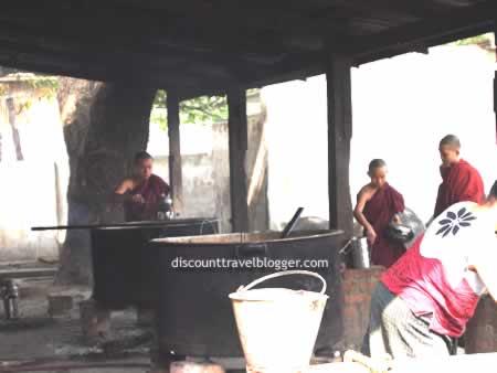 mandalay_monks4