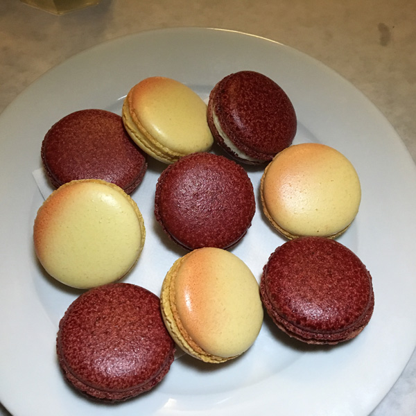 Red velvet and grapefruit macarons - Dominique's Kitchen