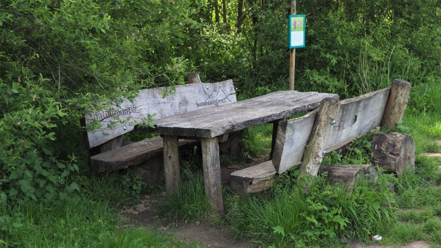 Table de pique-nique dans les Silsombos