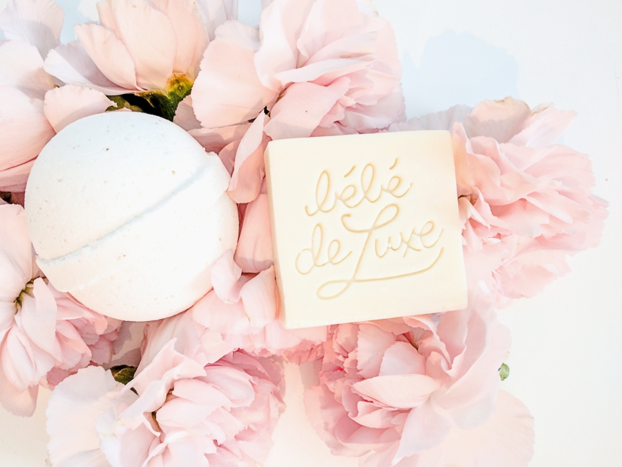 Bébé de Luxe coconut & oat milk bath bomb and bar of soap