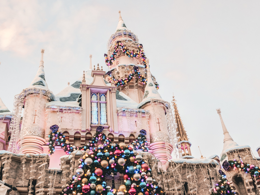 go for a one-on-one trip with your child, vacation, Disneyland, Disneyland Castle decorated for Christmas