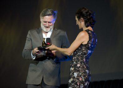 Bill Pullman receiving award