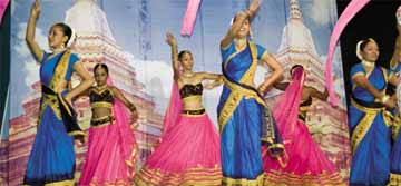 Indian dance. Photographer: Bertrand de Peaza