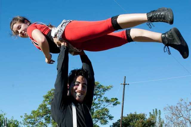 Circo Lumiere presenta Vuelos en Plataforma Lavarden