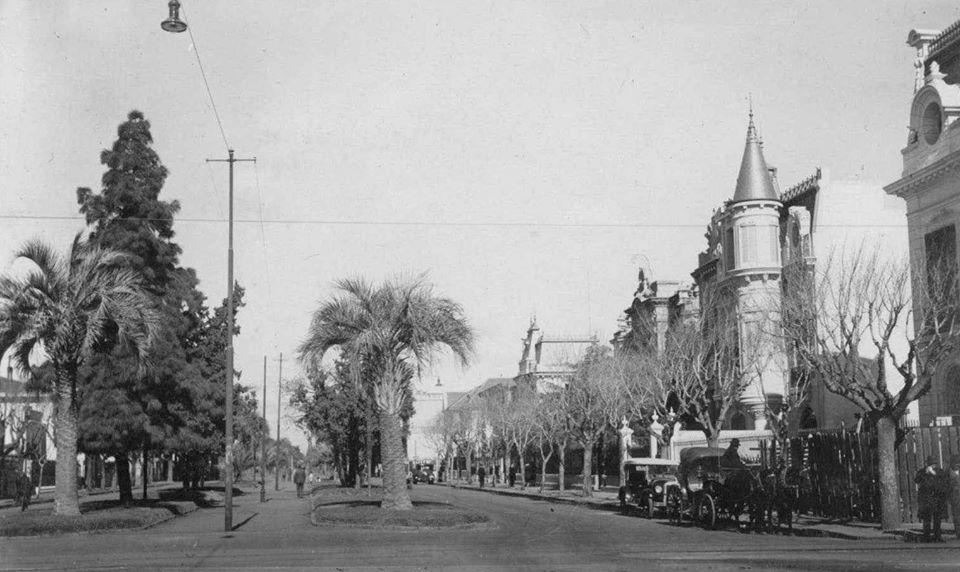 Nicasio Oroño calle en un soleado día de 1921