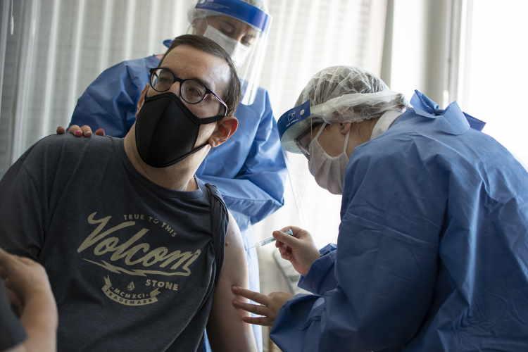 Vacunación contra el covid en Santa Fe: cómo anotarse